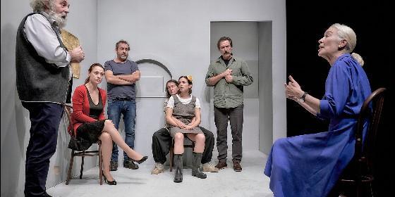 Espía a una mujer que se mata - Teatro Valle Inclán