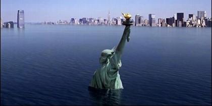 La Estatua de la Libertad y Nueva York sumergidos bajo las aguas.