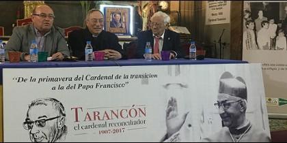 Maradiaga, con el padre Ángel y José Manuel Vidal