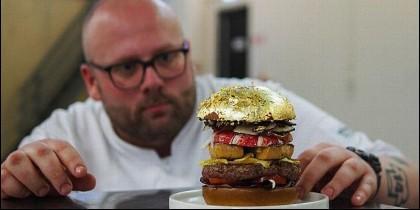 Diego Buik, chef del South of Houston en la Haya y su hamburguesa.