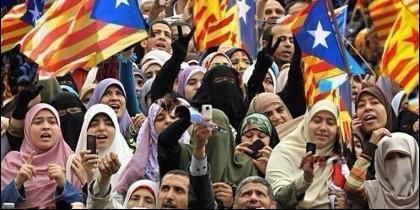 Mujeres musulmanas apoyando la independencia de Cataluña.