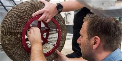 La rueda 'Spring Tire' está fabricada con titanio y níquel.