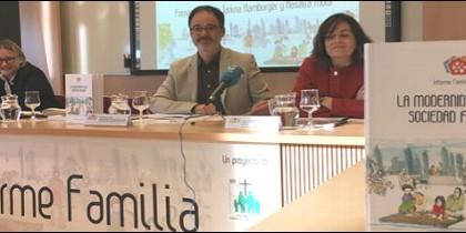 Fernando Vidal y Rosalía Mota presentan el 'Informe Familia 2017' de Comillas