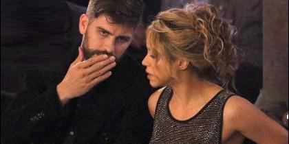 Shakira arropada por Piqué