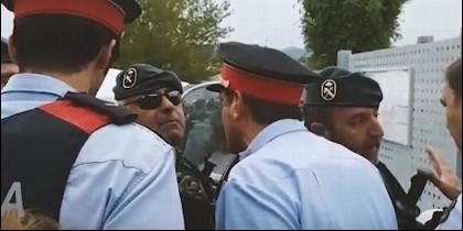 Enfrentamiento Mossos y Guardia Civil en 1-O de 2017.