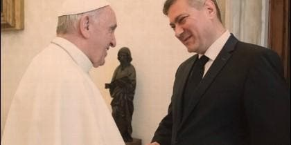 El Papa y el primer ministro de Bosnia-Herzegovina, Denis Zvizdic