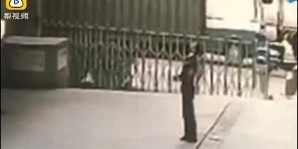 Guardia muere aplastado