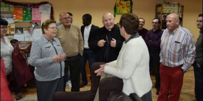 El obispo de Jaén celebra la Nochebuena en el Hogar de Santa Clara