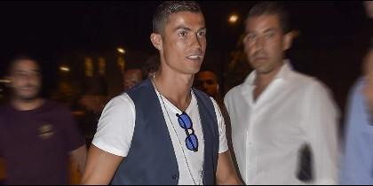 Cristiano Ronaldo busca casa y colegio en Londres