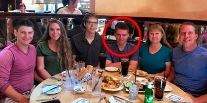 Mató a sus padres, a su hermana y a una amiga de la familia