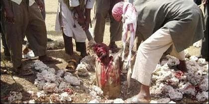 Un hombre lapidado en Afganistán.