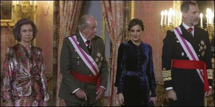 Los Reyes Sofía y Juan Carlos I, con los Reyes Letizia y Felipe VI.