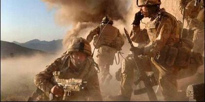 Soldados SAS británicos en combate en Afganistán.