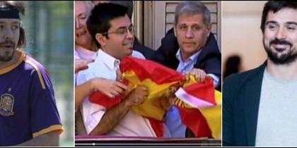 Pablo Iglesias, con la camiseta republicana; Pisarello quitando la bandera de España; y Espinar.