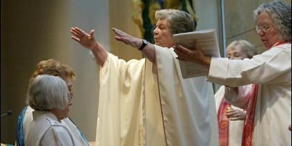 Las católicas de EEUU apoyan la reintroducción del diaconado femenino