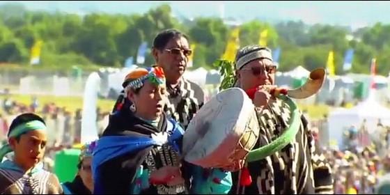 Mapuches en la misa del Papa en Temuco