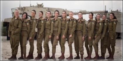Mujeres soldado.