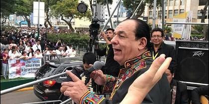 Carlos Mejías, cantando la Misa campesina