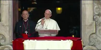 El Papa rezó el Angelus con los fieles en la plaza de Armas de Lima