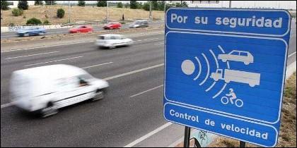 Radar, tráfico, multa, coche, carretera y exceso de velocidad.