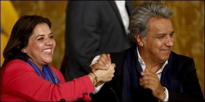 El presidente de Ecuador, Lenín Moreno, junto al vicepresidenta Maria Alejandra Vicuña.