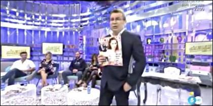 Jorge Javier Vázquez, metiendo publicidad encubierte con su revista promocional.