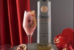 Luca Anastasio, bartender del Hotel Emperador ha elaborado un cóctel con la nueva edición, CÎROC French Vanilla, para brindar el 14 de febrero