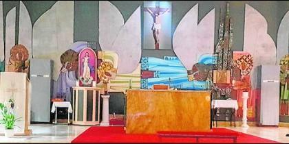 El mural de la Virgen de la Tralla, con la Virgen oculta, y sin el Cristo original