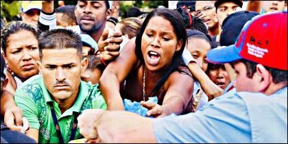 Migrantes huyen de la Venezuela chavista.
