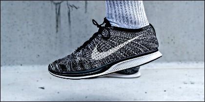 Correr, ejercicio, deporte y zapatillas Nike.