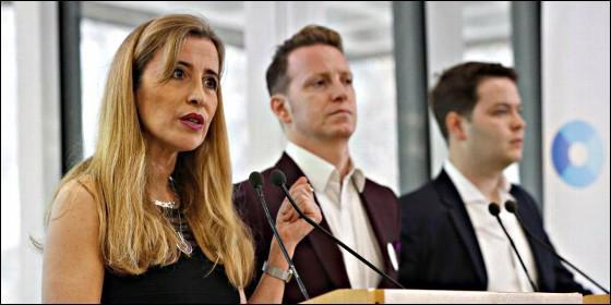 Sandra Khadhouri, James Clarke y James Torrance lanzan el partido antibrexit Renew.