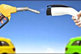 Coche de gasolina o gasoleo frente a coche eléctrico.