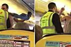 Un turista británico monta la bronca desnudo en el avión de Ryanair.
