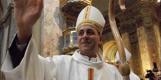 Polémica por la foto de Carla Peterson junto al Papa Francisco