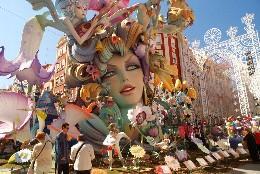 Imagen espectacular de una de las Fallas en Valencia