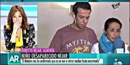 Ana Rosa Quintana escucha a los padres del pequeño Gabriel Cruz.