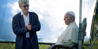 El director de cine Wim Wenders, con el Papa Francisco