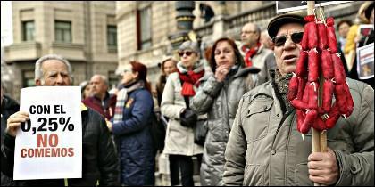 Manifestación de jubilados españoles, exigiendo una subida de las pensiones.