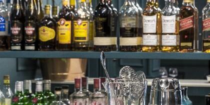 El restaurante de cocina clásica cuenta con una amplia selección de los mejores whiskies Premium del mundo, desde Escocia hasta Japón