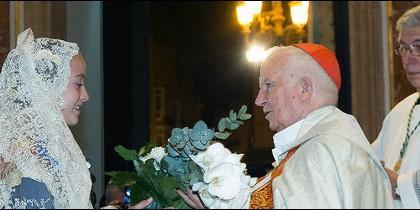 El cardenal Cañizares, con la fallera mayor