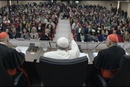 El Papa Francisco, con los jóvenes del presínodo