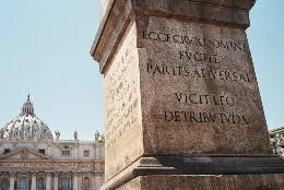 El exorcismo en el obelisco de San Pedro