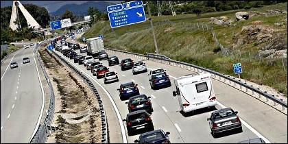 Trafico, coches, autovía y carretera.