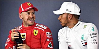 Sebastian Vettel con Lewis Hamilton.