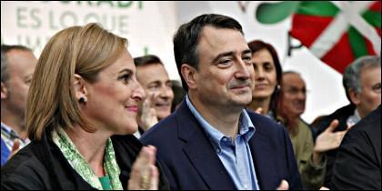 Itxaso Atutxa, presidenta del PNV en Vizcaya, y Aitor Esteban, portavoz del PNV en el Congreso de los Diputados.