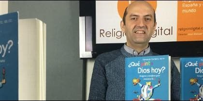 El director de la revista 21, Fernando Cordero, sscc