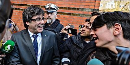 Carles Puigdemont abandona la cárcel de Neumünster en Alemania.