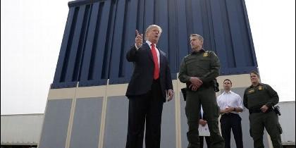 Trump sigue adelante con su muro