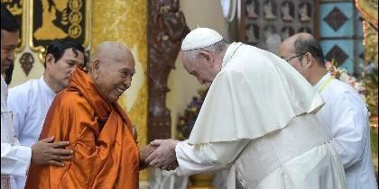 Saludo de Francisco a un lider budista en Myanmar
