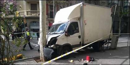 Un camión atropella a seis personas en Barcelona.